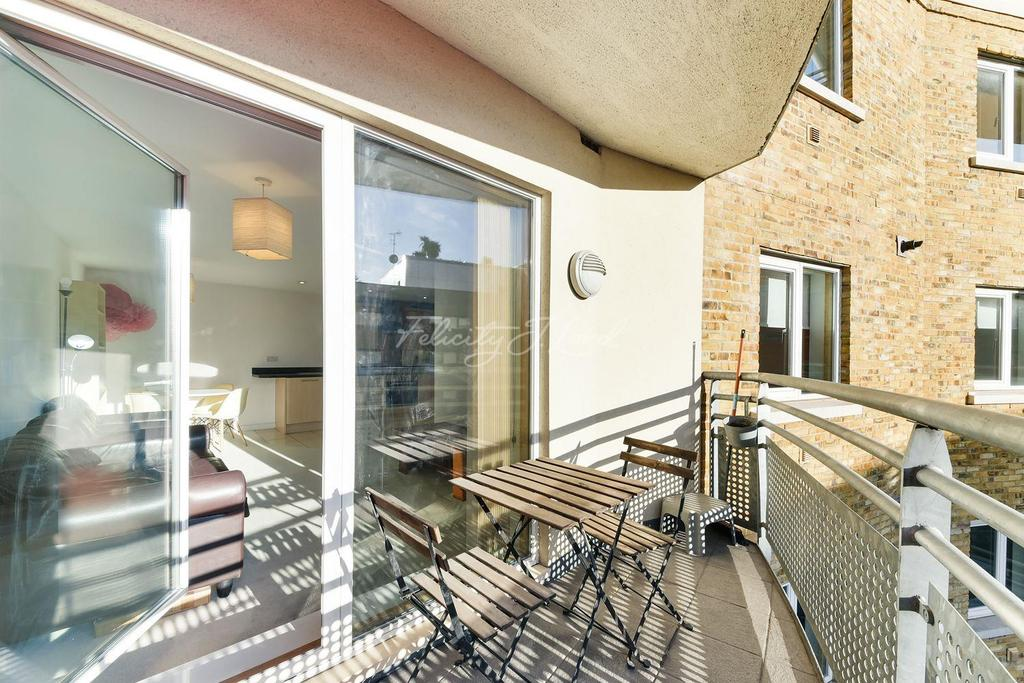2 Bedrooms Flat for sale in Christopher Bell Tower, E3
