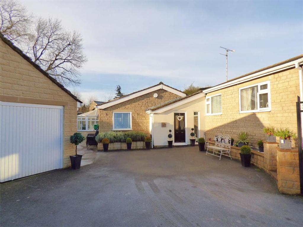 4 Bedrooms Detached Bungalow for sale in Lower Lark Hill, Moorside