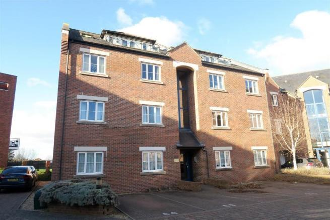 3 Bedrooms Penthouse Flat for sale in Geoffrey Farrant Walk, Taunton TA1