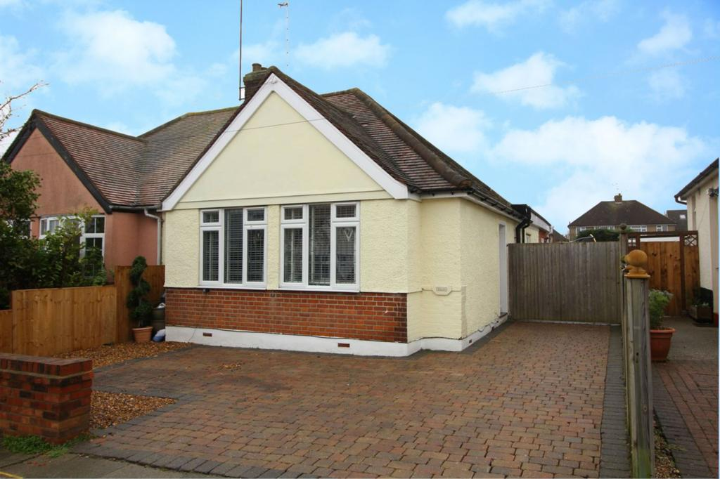 2 Bedrooms Semi Detached Bungalow for sale in Stewart Road, Chelmsford, Essex, CM2