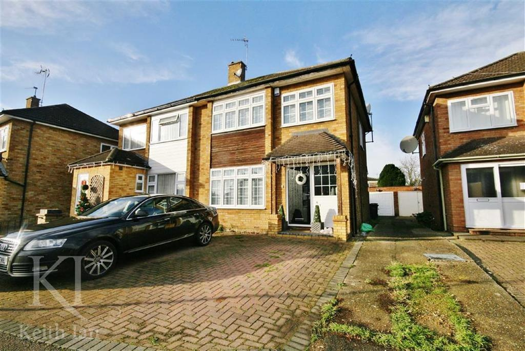 3 Bedrooms Semi Detached House for sale in Ashdown Crescent, Cheshunt