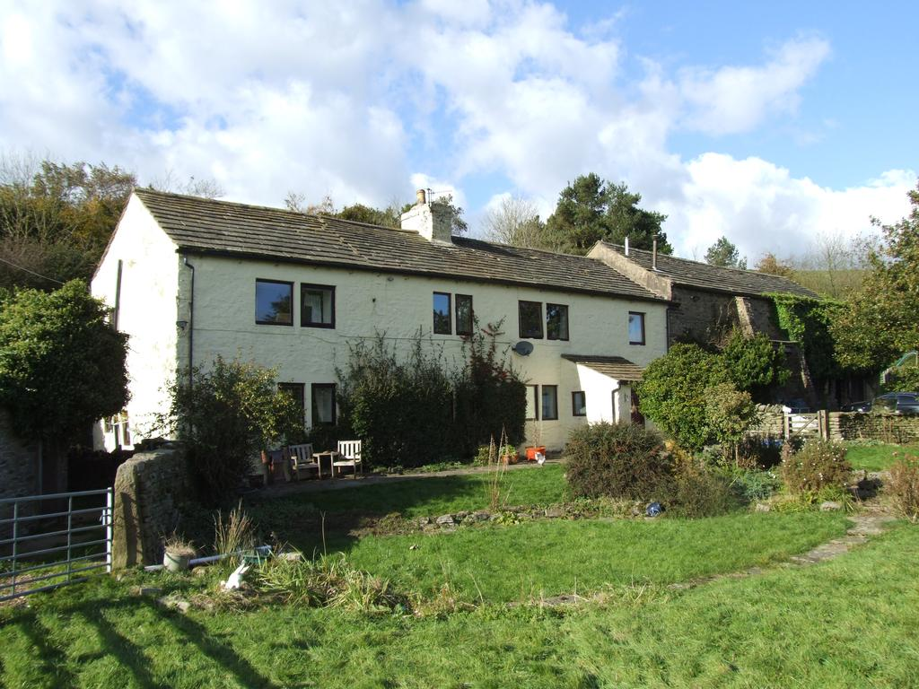 4 Bedrooms Farm House Character Property for sale in Piked Edge Farm, Skipton Old Road, Laneshawbridge BB8 7EP