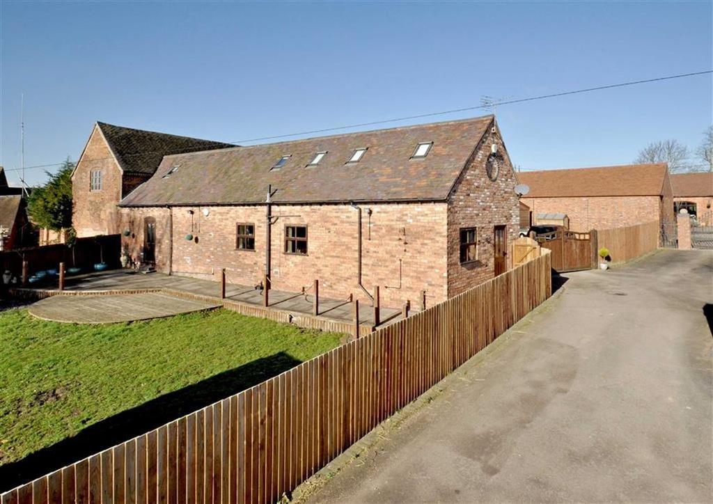 3 Bedrooms Barn Conversion Character Property for sale in The Oakhouse Barn, Upper Hattons Farm, Pendeford Hall Lane, Wolverhampton, South Staffordshire, WV9