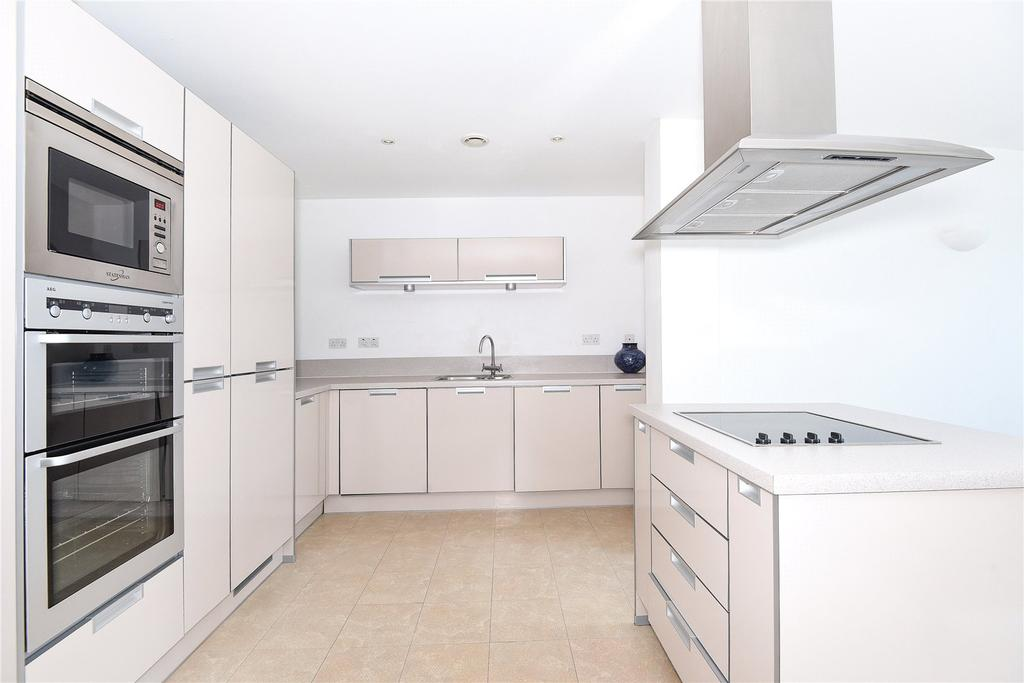 2 Bedrooms Penthouse Flat for sale in Mistral, 32 Channel Way, Southampton, SO14