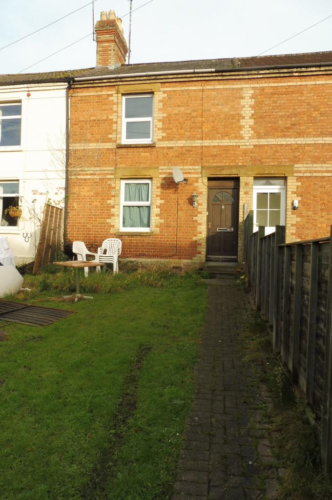 2 Bedrooms Terraced House for rent in Eastland Road, Yeovil BA21