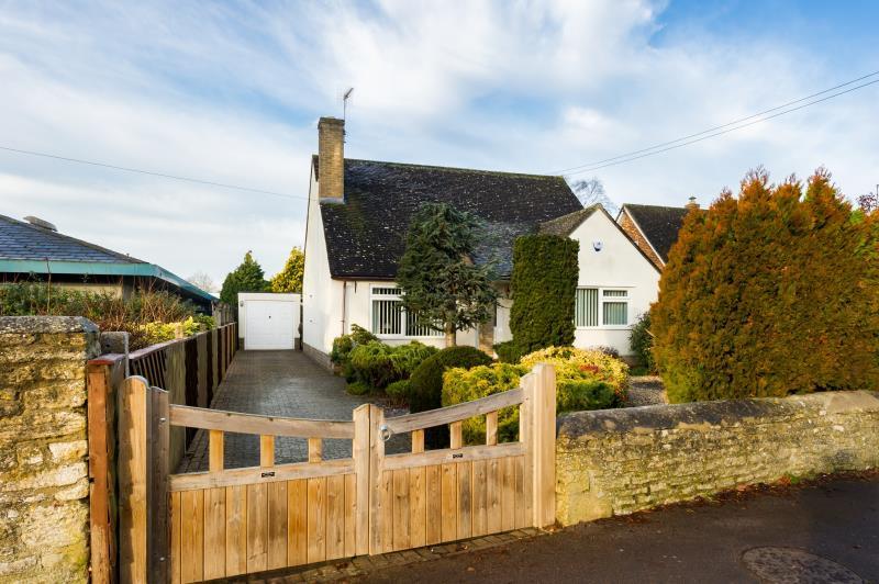 3 Bedrooms Detached Bungalow for sale in Back Lane, Eynsham, Witney, Oxfordshire