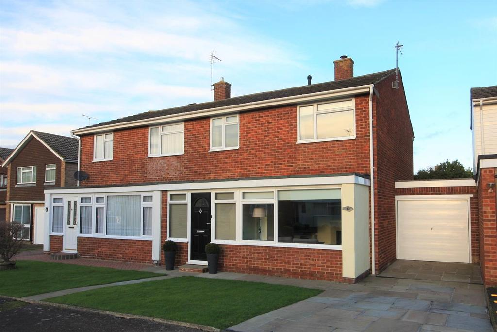 3 Bedrooms Semi Detached House for sale in Linden Close, Paddock Wood