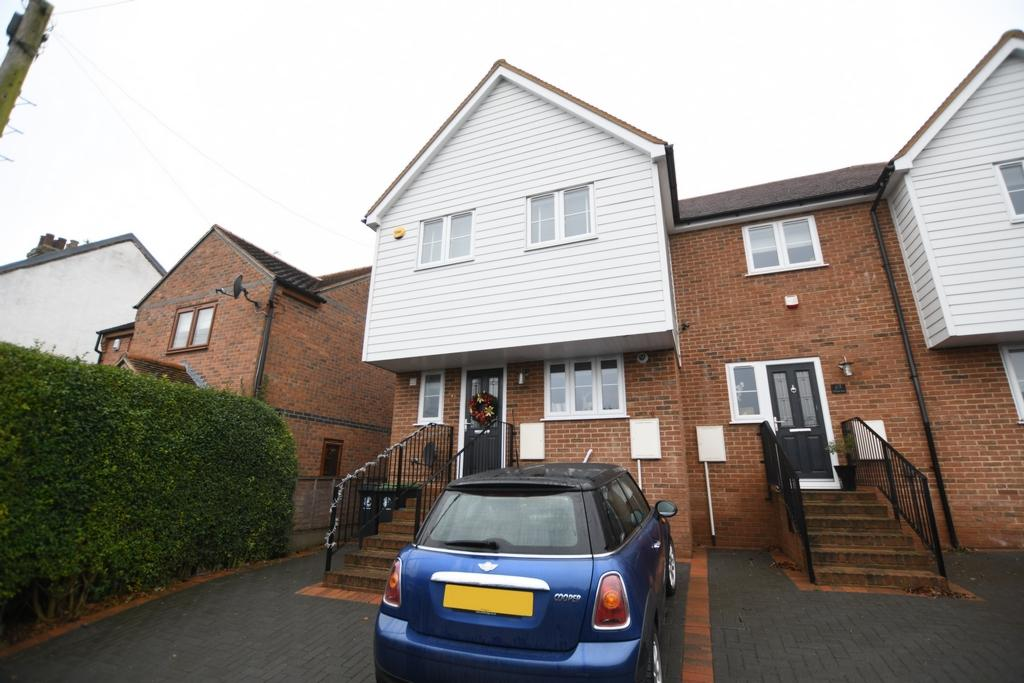 3 Bedrooms Semi Detached House for sale in Sunnyside Road, Epping, CM16