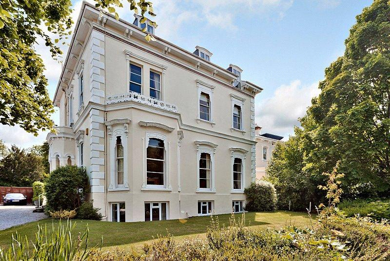 2 Bedrooms Penthouse Flat for sale in Uplands, Malvern Road, Cheltenham, Gloucestershire, GL50