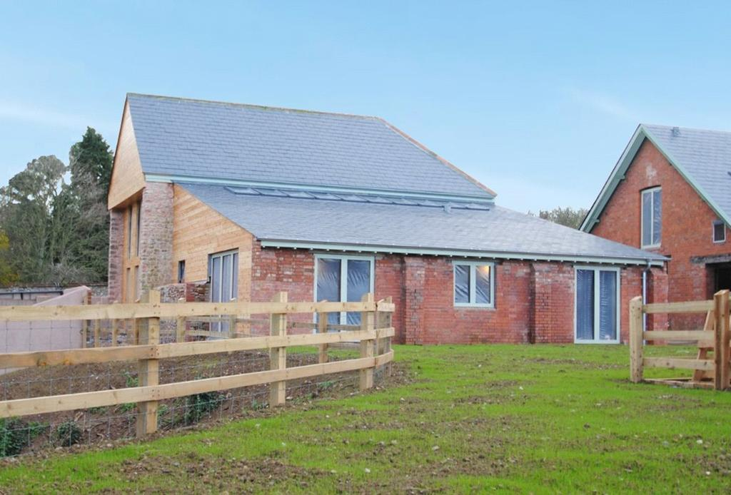 5 Bedrooms Detached House for sale in Nowers, Popes Lane