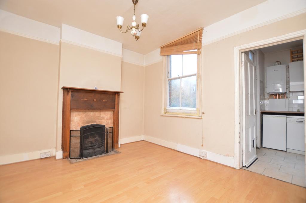3 Bedrooms Maisonette Flat for sale in Adamsrill Road Sydenham SE26