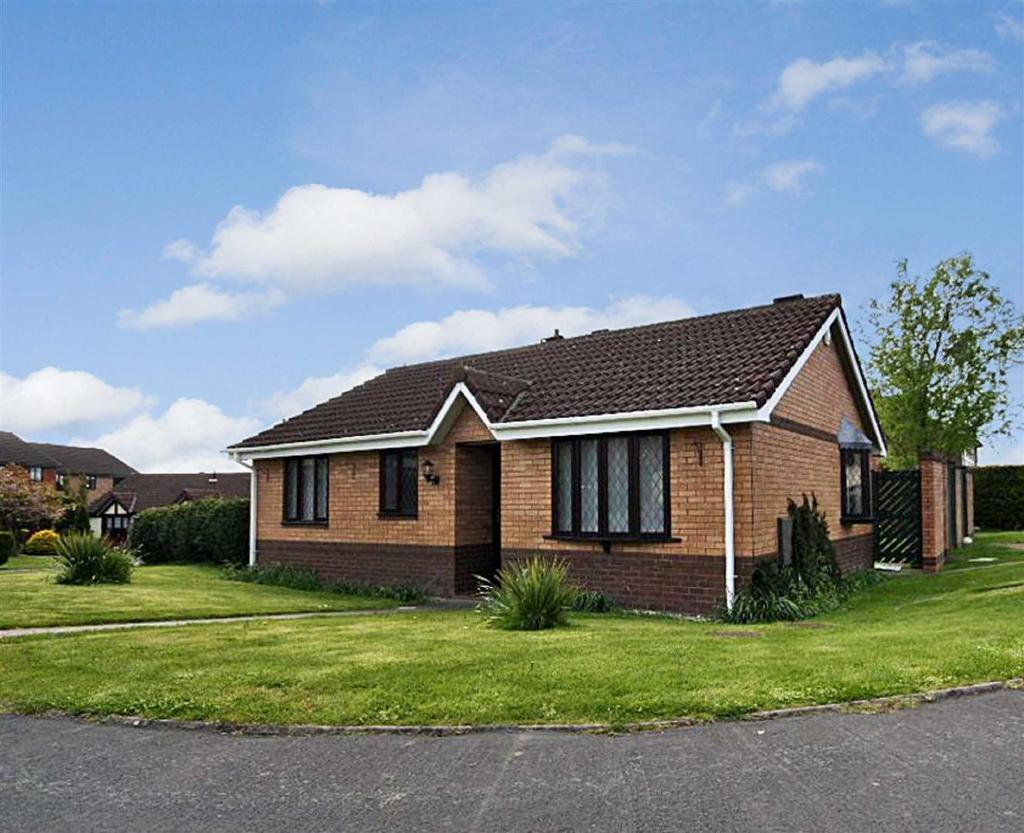 2 Bedrooms Detached Bungalow for rent in Croxon Rise, Oswestry
