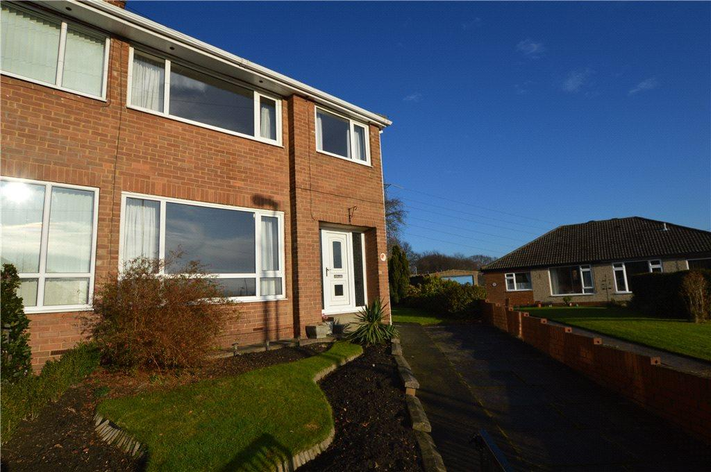 3 Bedrooms Semi Detached House for sale in Lake Lock Drive, Stanley, Wakefield, West Yorkshire
