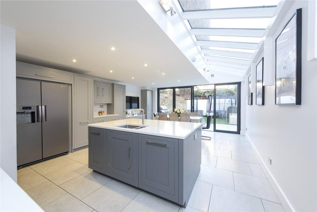5 Bedrooms Terraced House for sale in Grandison Road, Between The Commons, London, SW11