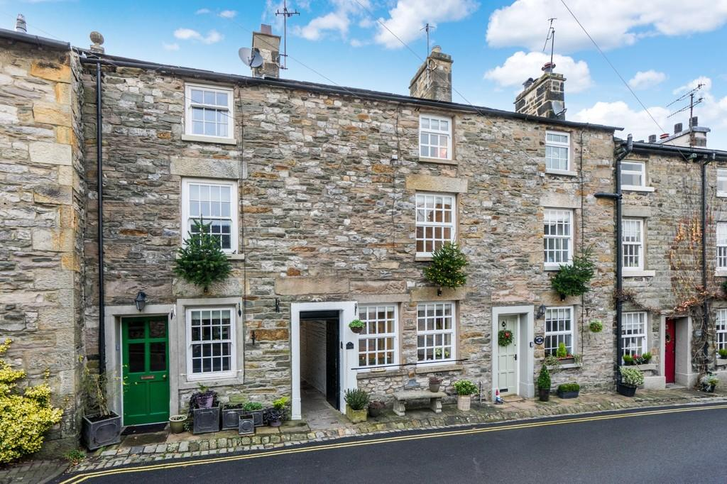 2 Bedrooms Cottage House for sale in 39 Mitchelgate, Kirkby Lonsdale, Carnforth, LA6 2BE