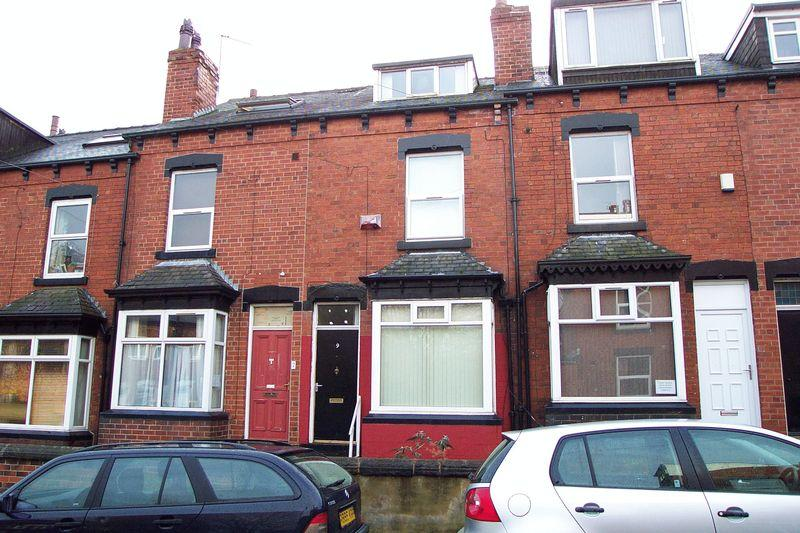 4 Bedrooms Terraced House for sale in Ash View, Leeds