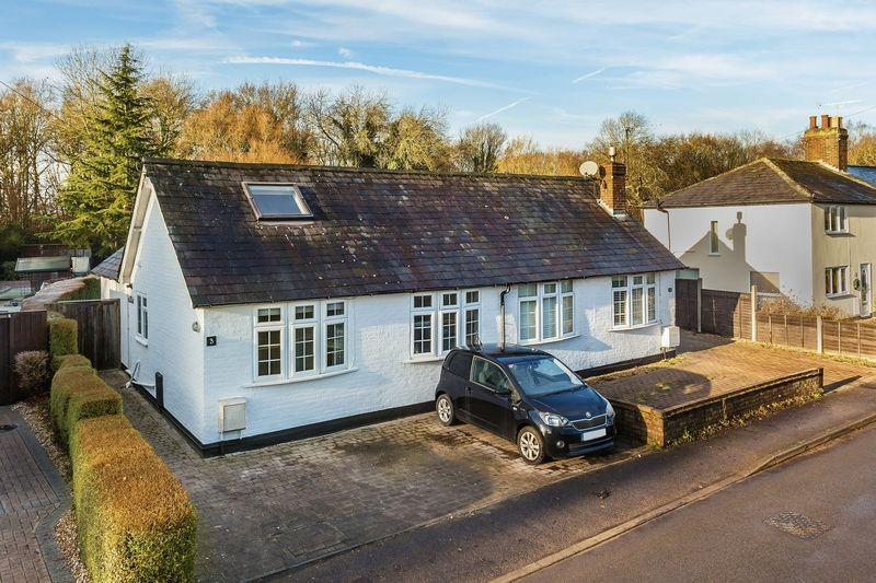 3 Bedrooms Semi Detached House for sale in Sutton Green