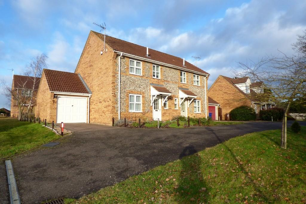 3 Bedrooms Semi Detached House for sale in Briscoe Way, Lakenheath