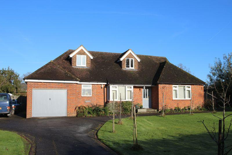 4 Bedrooms Detached Bungalow for sale in Bookhurst Road, Cranleigh