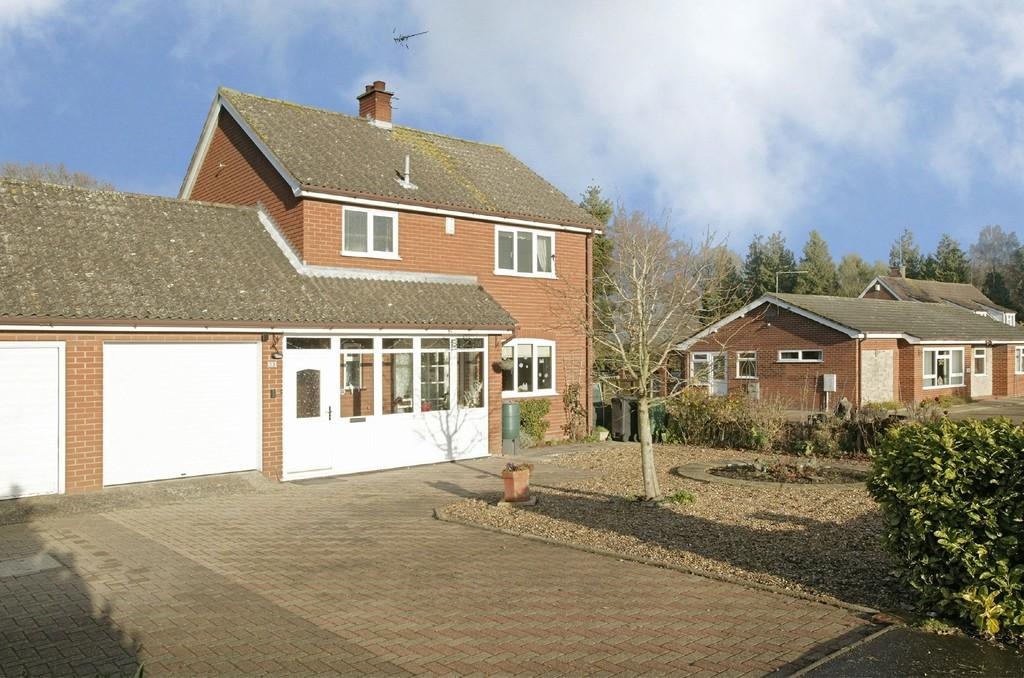 3 Bedrooms Link Detached House for sale in Dereham Road, Mattishall