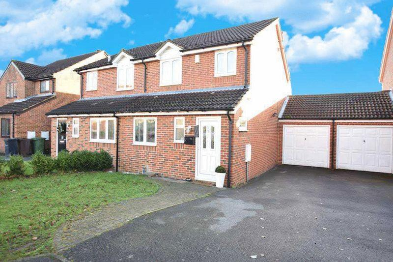3 Bedrooms Semi Detached House for sale in Nutwood Close, Maidstone