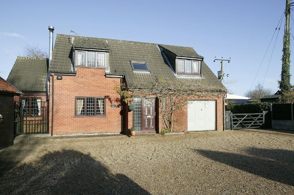 3 Bedrooms Detached House for sale in Bunwell Street, Bunwell