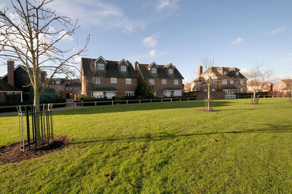 5 Bedrooms Detached House for sale in Diana Walk, Kings Hill