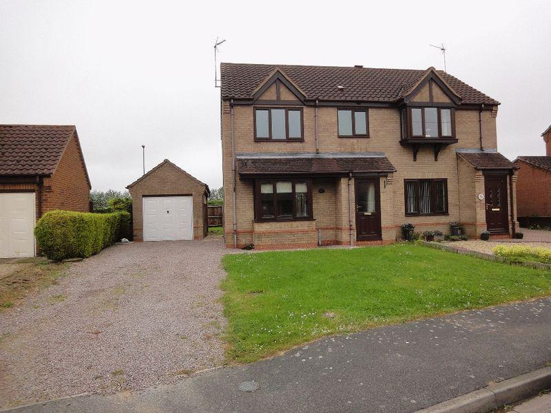 3 Bedrooms Semi Detached House for rent in Poachers Gate, Pinchbeck