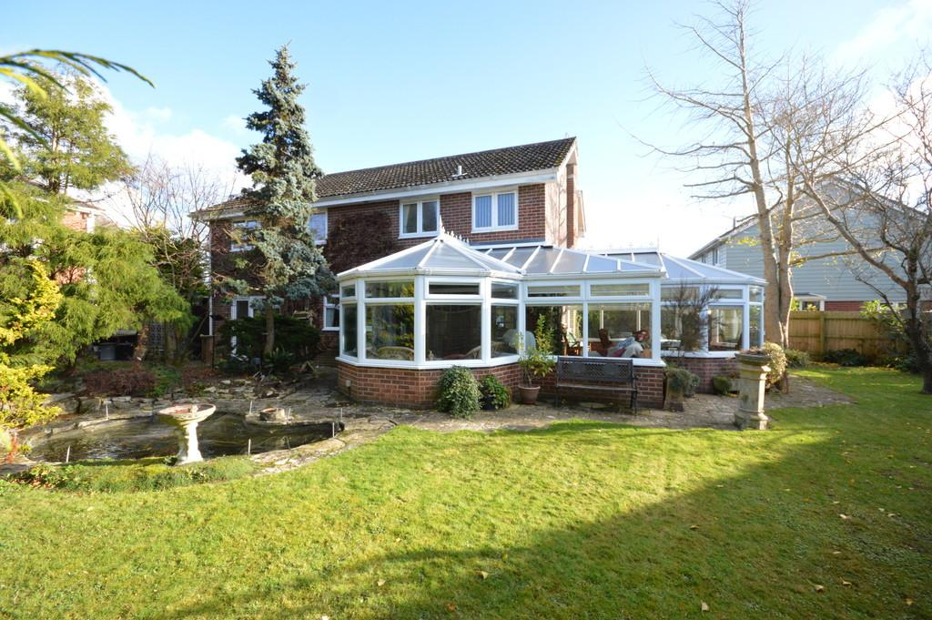 4 Bedrooms Detached House for sale in Heather Close, Hordle, Lymington