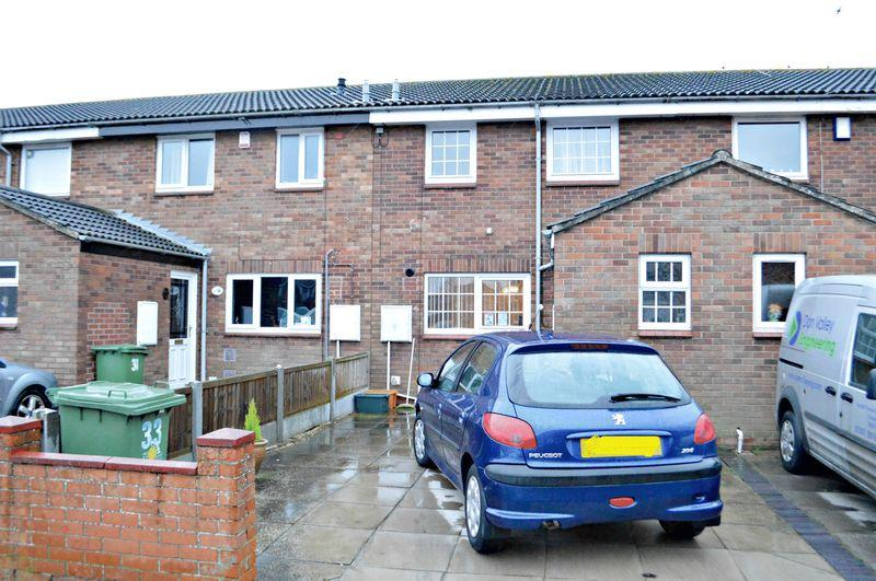 3 Bedrooms Terraced House for sale in Petchell Way, Grimsby