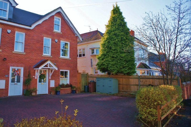 4 Bedrooms End Of Terrace House for sale in Wargrave, Berkshire.