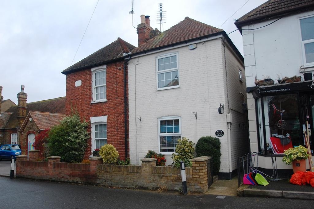 2 Bedrooms Semi Detached House for sale in The Street, Upchurch, Sittingbourne, ME9
