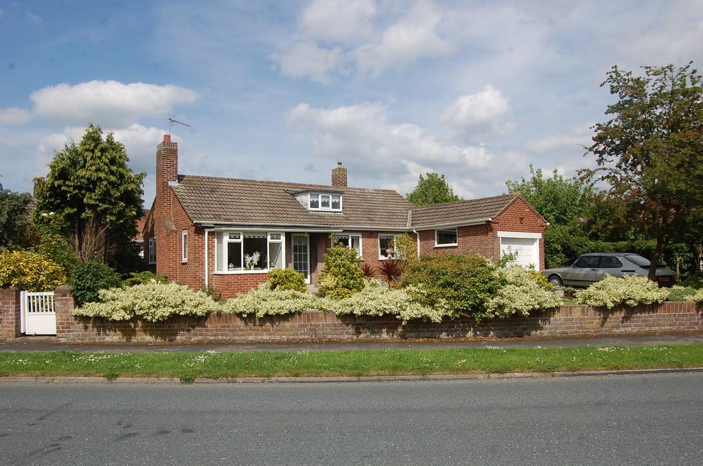 3 Bedrooms Detached Bungalow for sale in Colstan Road, Northallerton.