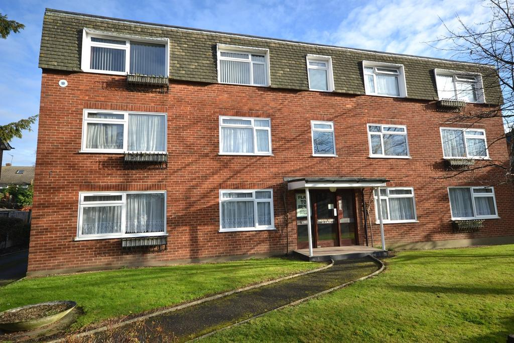 2 Bedrooms Flat for rent in Halston Court Church Road, Corringham, Stanford-le-Hope, SS17
