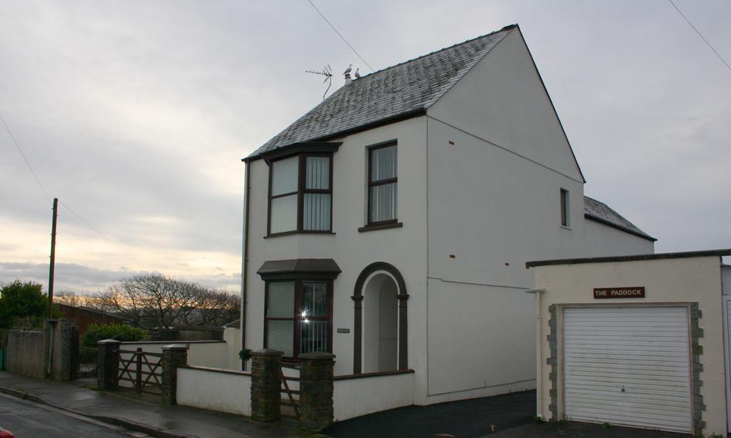 4 Bedrooms Detached House for sale in Cross Park, Pembroke Dock