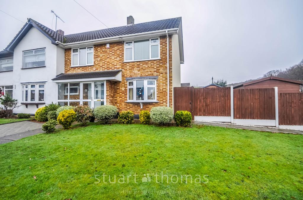 3 Bedrooms Semi Detached House for sale in Sandown Road, Thundersley
