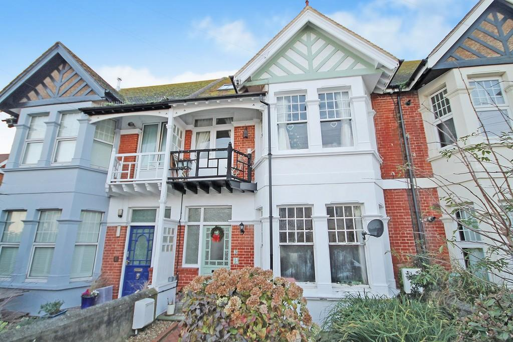 3 Bedrooms Apartment Flat for sale in St. Georges Road, Worthing BN11 2DS