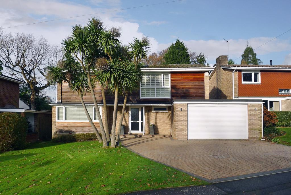 4 Bedrooms Detached House for sale in ST PAUL'S ROAD, SARISBURY GREEN