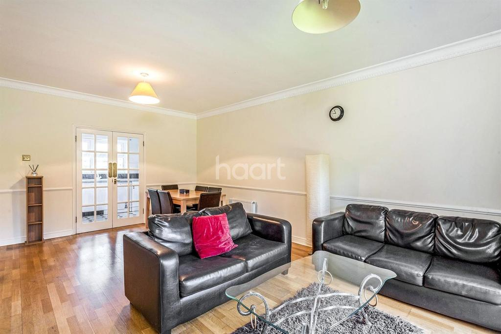 2 Bedrooms Flat for sale in Lisle Close, Tooting Bec, SW17