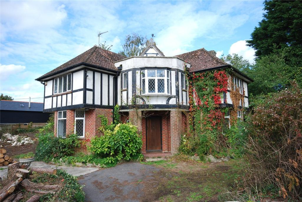 4 Bedrooms Detached House for sale in Warminster Road, South Newton, Salisbury, Wiltshire, SP2