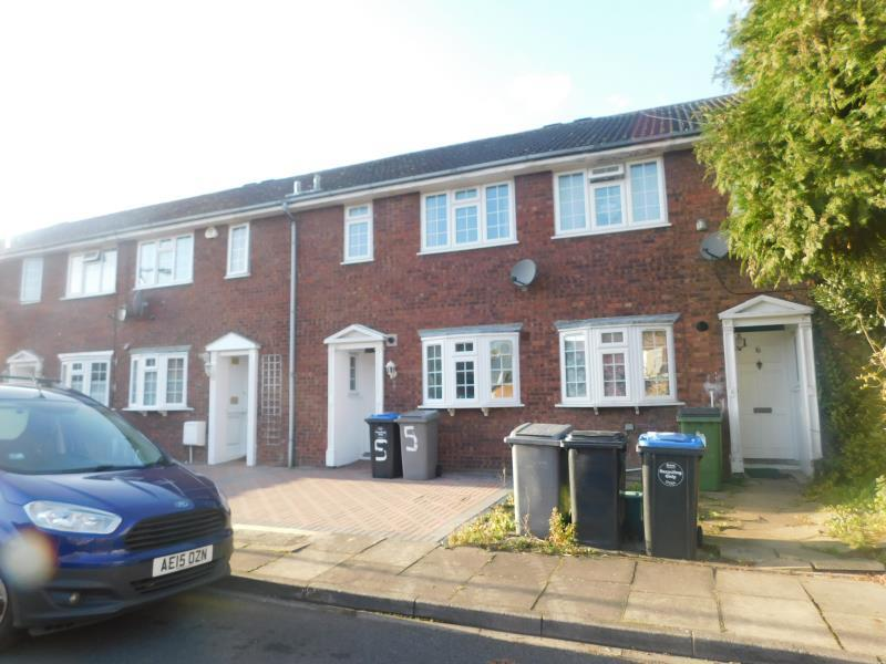 3 Bedrooms Terraced House for sale in The Boltons, Wembley