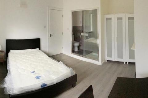 1 bedroom house share to rent - Wolfe Crescent, Charlton, London SE7