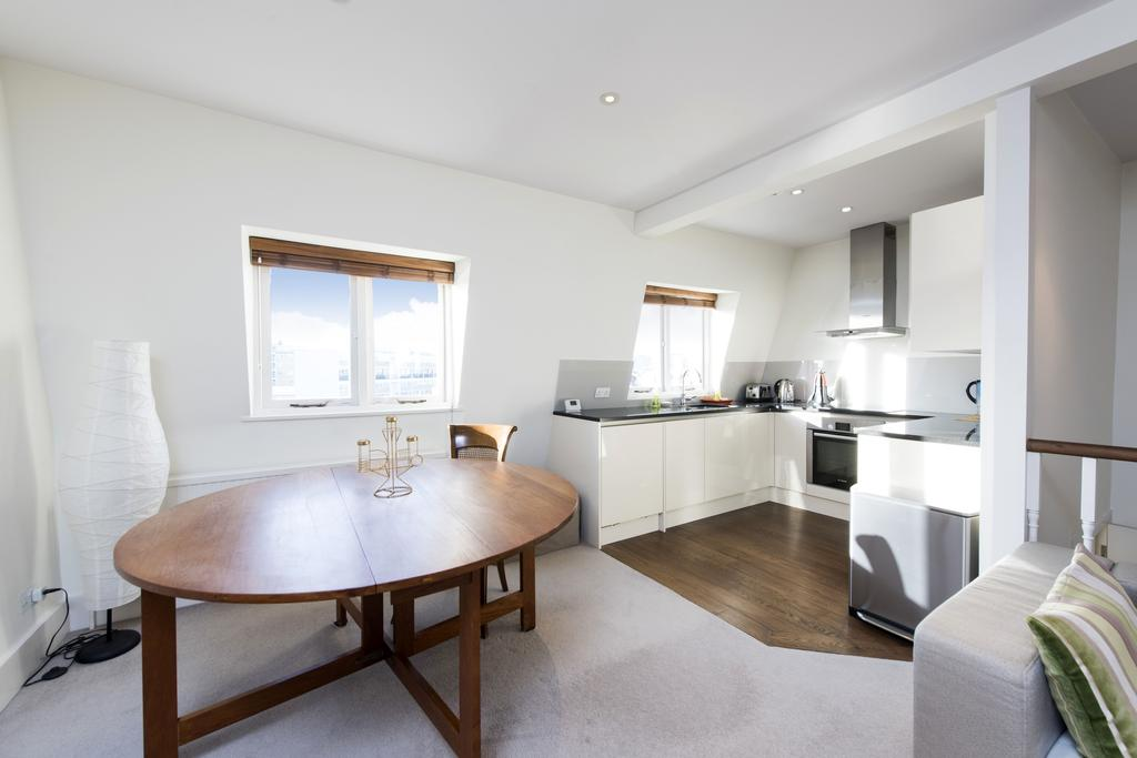 2 Bedrooms Flat for sale in St. George's Drive, SW1V