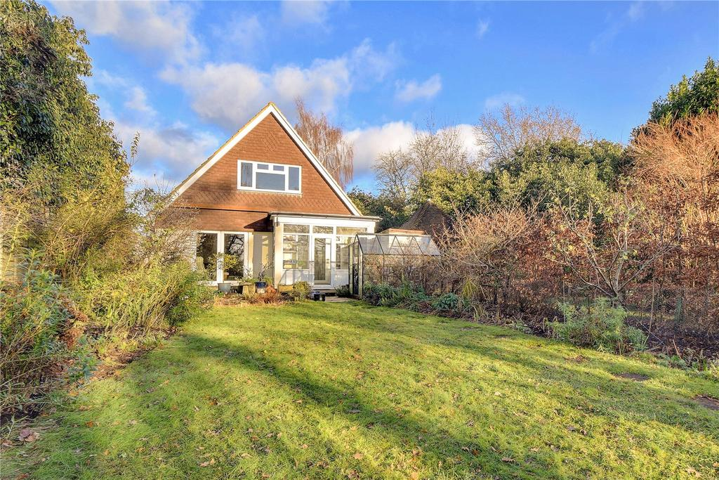 3 Bedrooms Detached House for sale in Midhurst Road, Petersfield, Hampshire