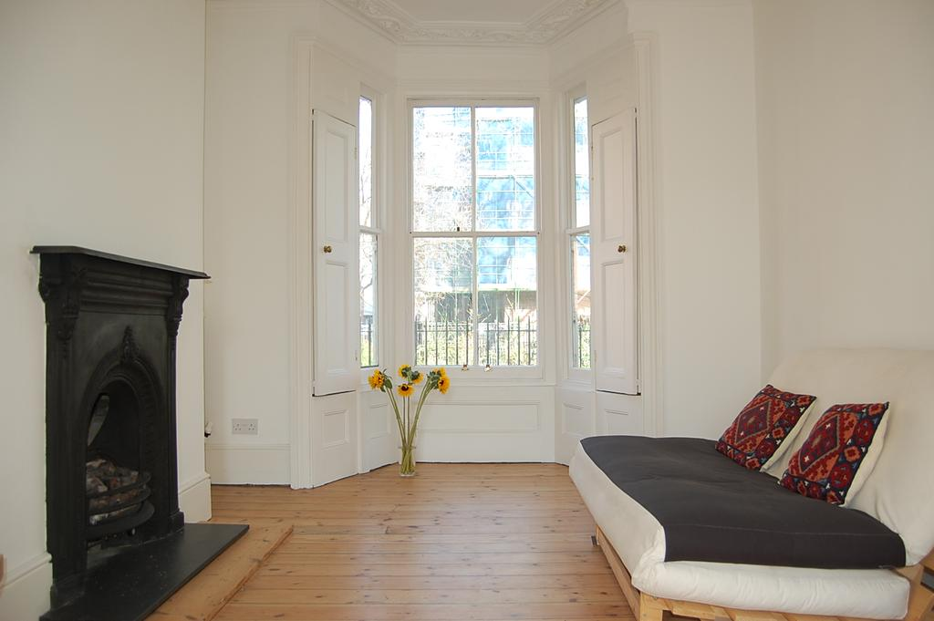 3 Bedrooms Terraced House for rent in St Thomas Place, Hackney, London E9