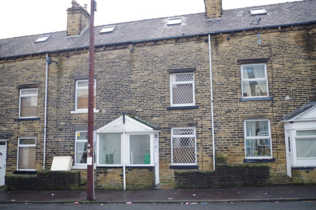 3 Bedrooms Terraced House for sale in Woodside Place, Boothtown, Halifax HX3