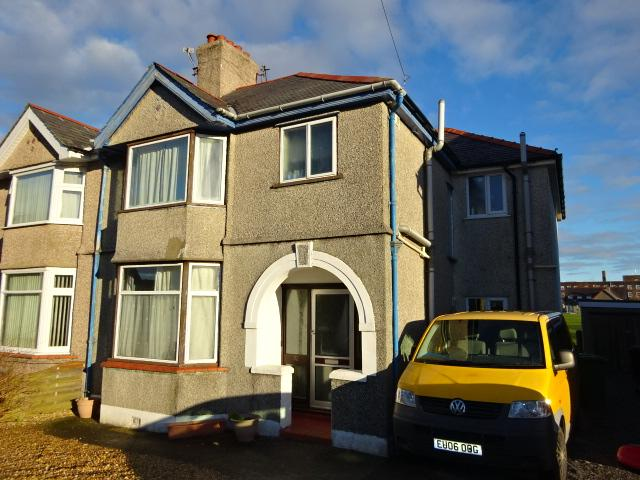 6 Bedrooms Semi Detached House for sale in BELMONT DRIVE, BANGOR LL57