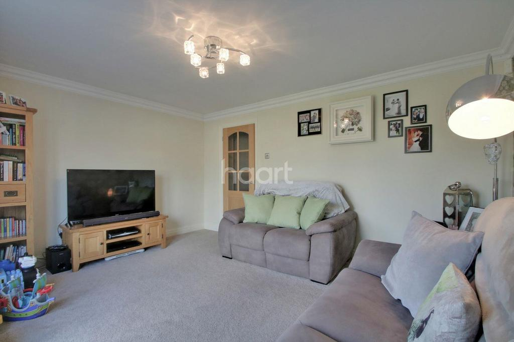 2 Bedrooms Bungalow for sale in Elmtree Road, Basildon