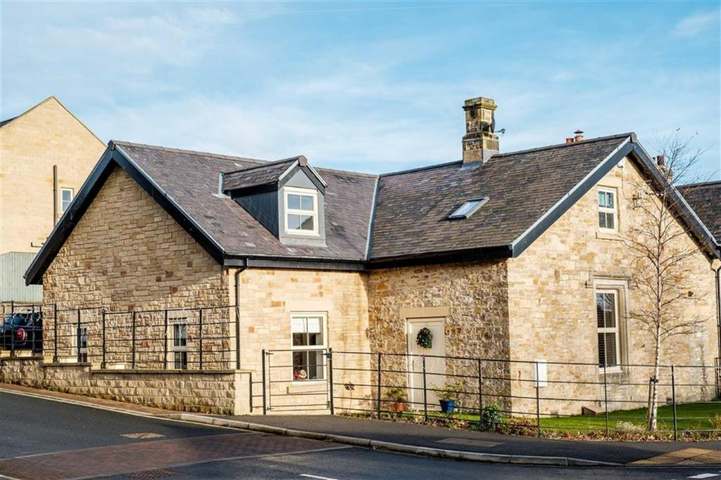 4 Bedrooms Semi Detached House for sale in Green Howards Drive, Richmond, North Yorkshire