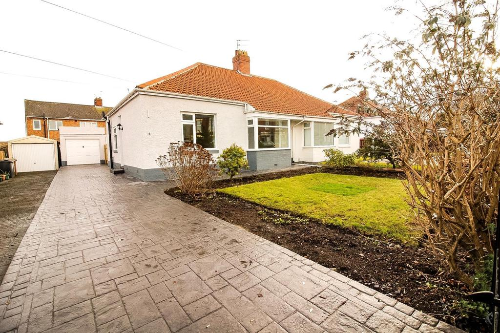 3 Bedrooms Semi Detached Bungalow for sale in West View, Wideopen, Newcastle Upon Tyne